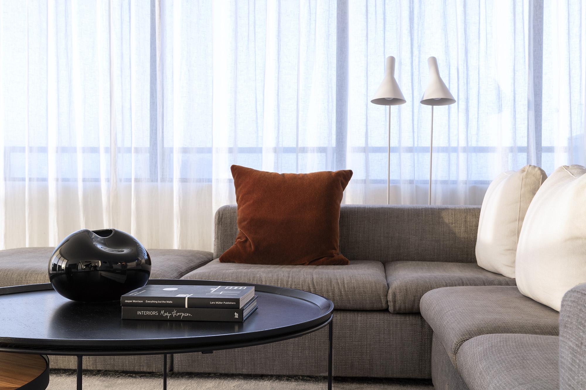 sds 1439 01 bonner living roomrosshoneysett